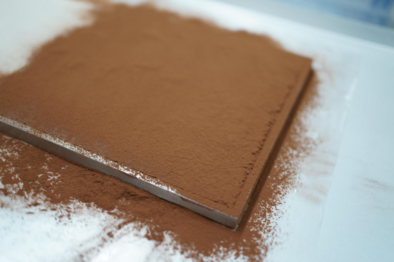 カカオをまぶした生チョコレート